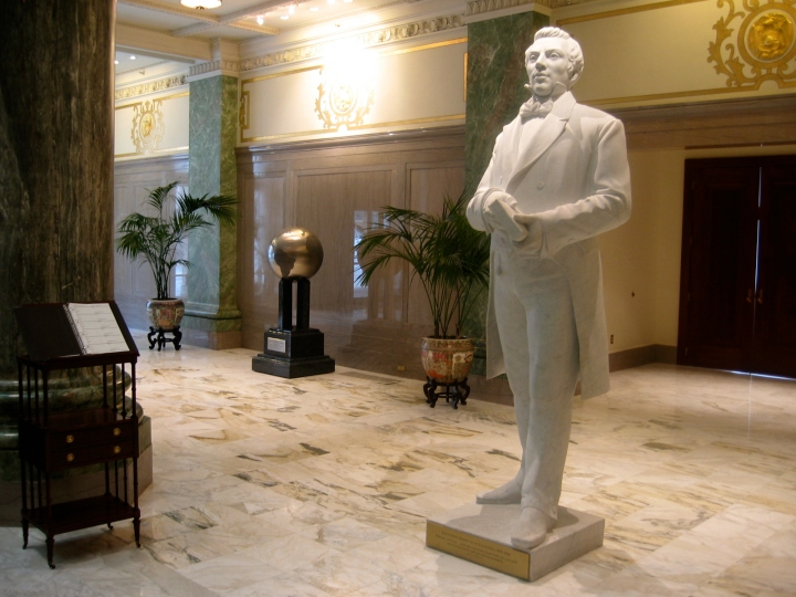 A statue of the Prophet Joseph Smith standing in the lobby of the Joseph Smith Memorial Building at Temple Square in Salt Lake City. (Photo: 24 December 2004 by Bobjgalindo/Wikimedia Commons)